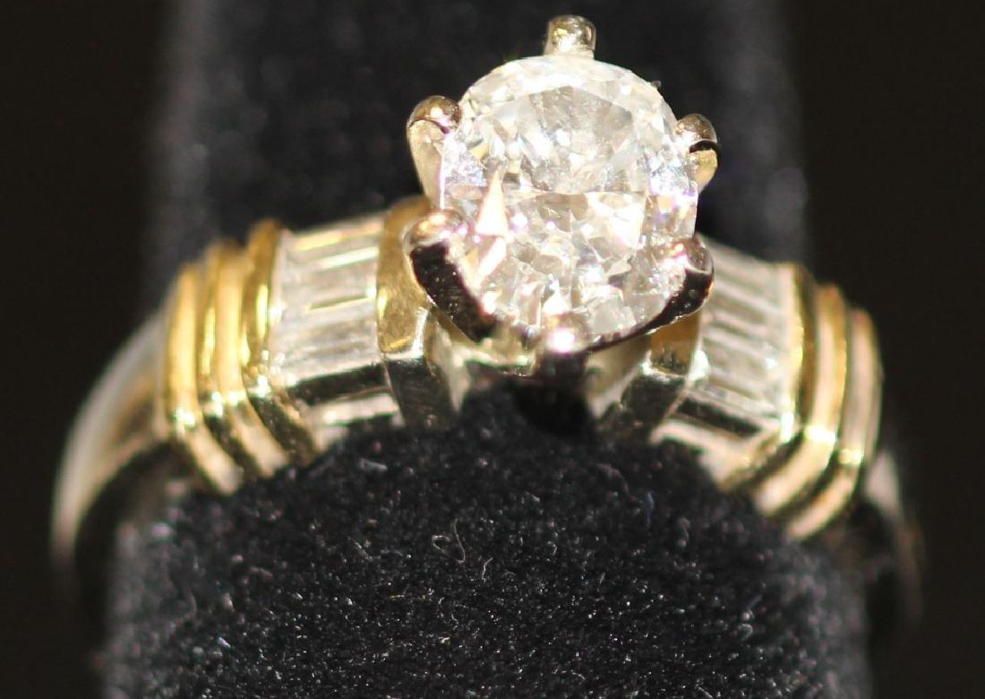 LADY'S DIAMOND 14KT GOLD RING