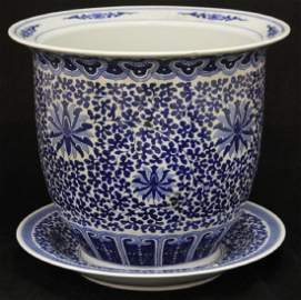 CHINESE BLUE AND WHITE PORCELAIN JARDINIERE