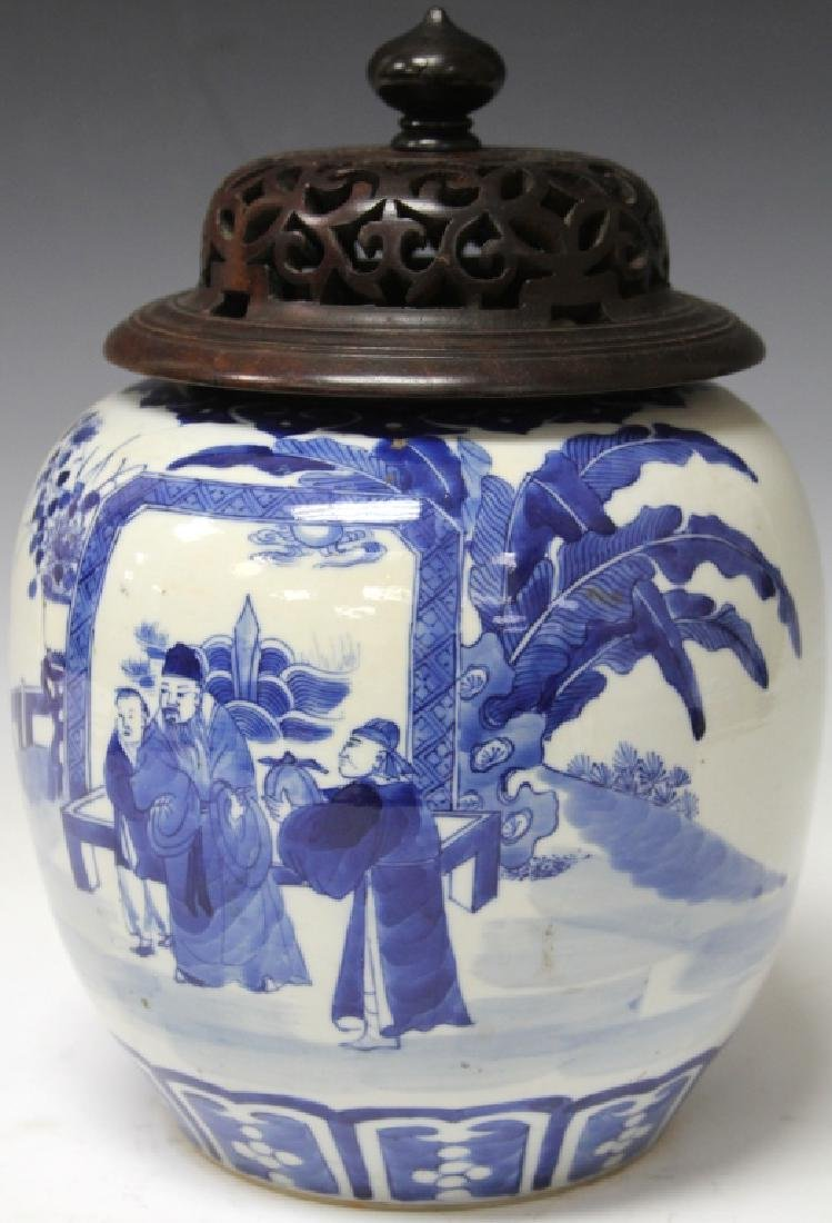 EARLY CHINESE BLUE AND WHITE PORCELAIN JAR
