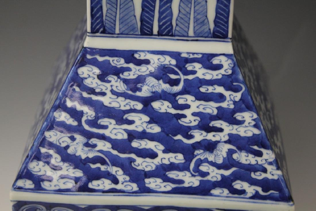 CHINESE REPUBLIC P. BLUE & WHITE PORCELAIN VASE - 6