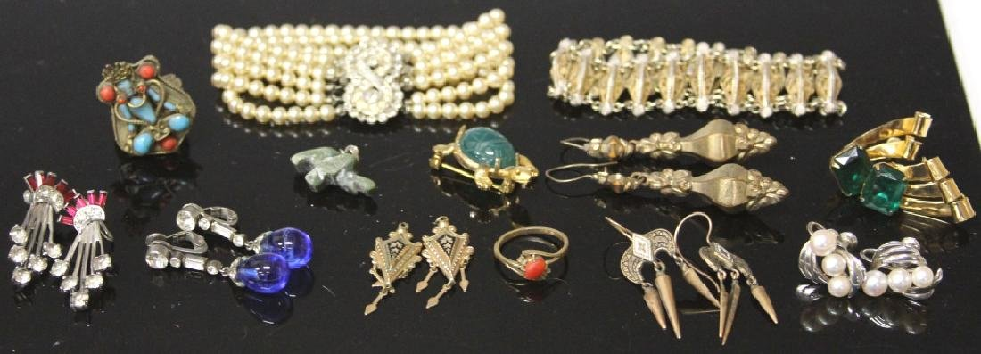 LOT OF (20) VINTAGE COSTUME JEWELRY