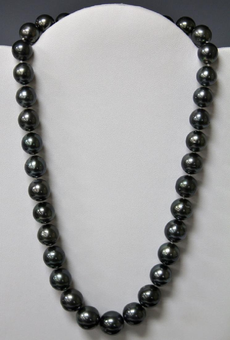 LADY'S BLACK TAHITIAN PEARL NECKLACE W/ 14KT CLASP