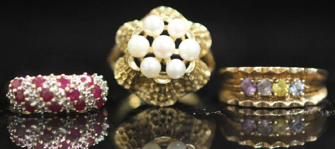 LOT OF (3) 10KT GOLD LADY'S RINGS: (1) W/ PEARLS