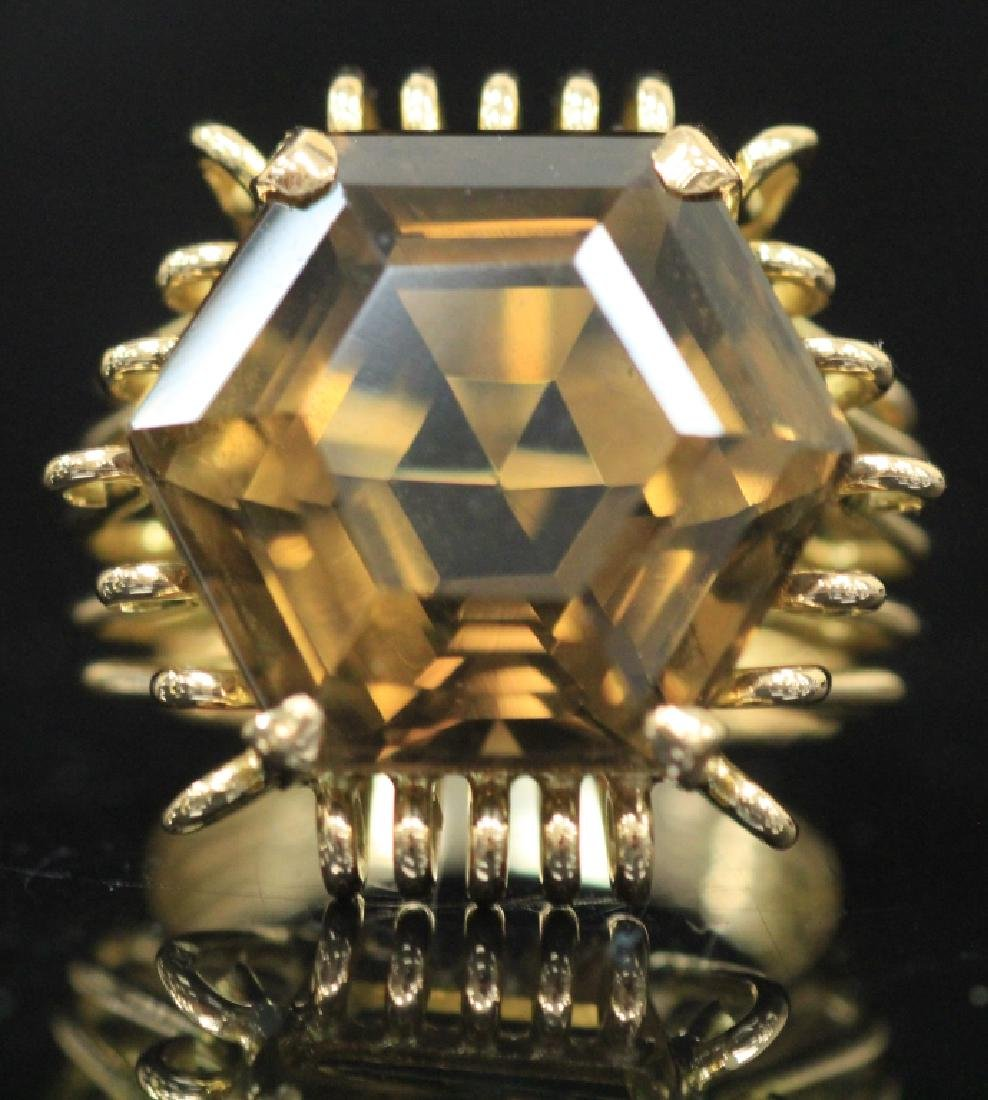 LADY'S SMOKEY QUARTZ 18KT GOLD RING