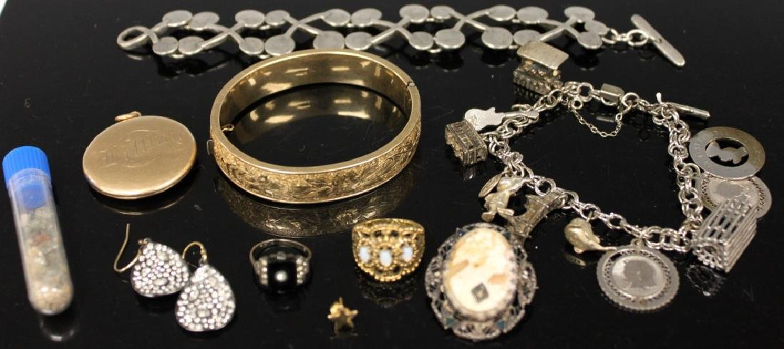 LOT OF (8) VINTAGE JEWELRY, INCL. SILVER