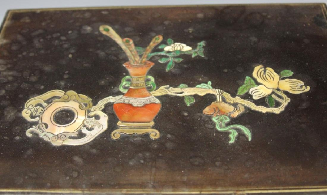 VINTAGE CHINESE LACQUERED BOX W/ CARVED HARDSTONE - 2