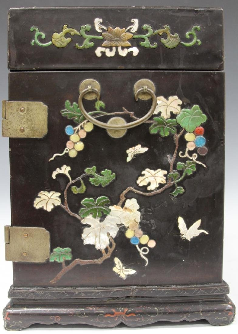 VINTAGE CHINESE LACQUERED BOX W/ CARVED HARDSTONE - 4