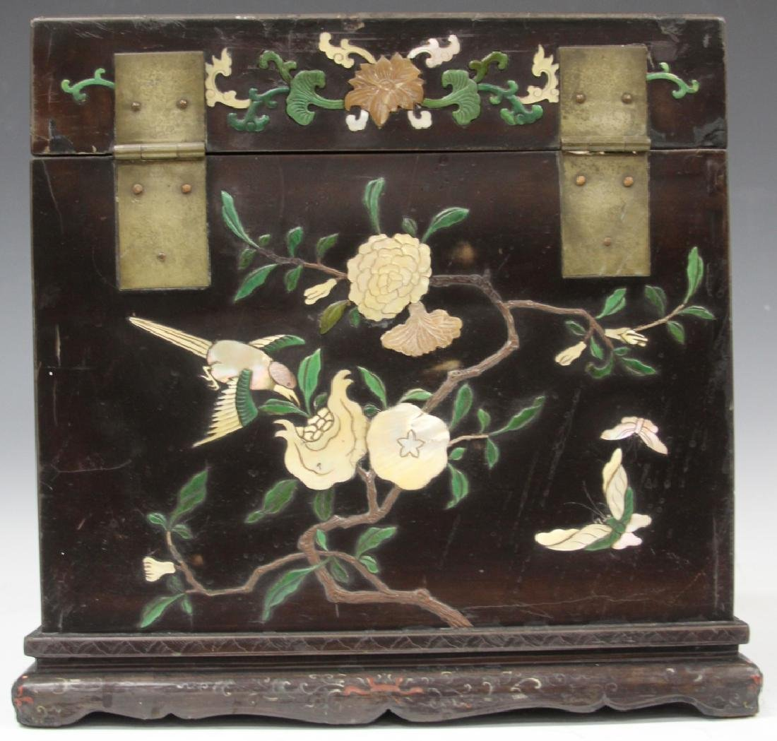 VINTAGE CHINESE LACQUERED BOX W/ CARVED HARDSTONE - 5