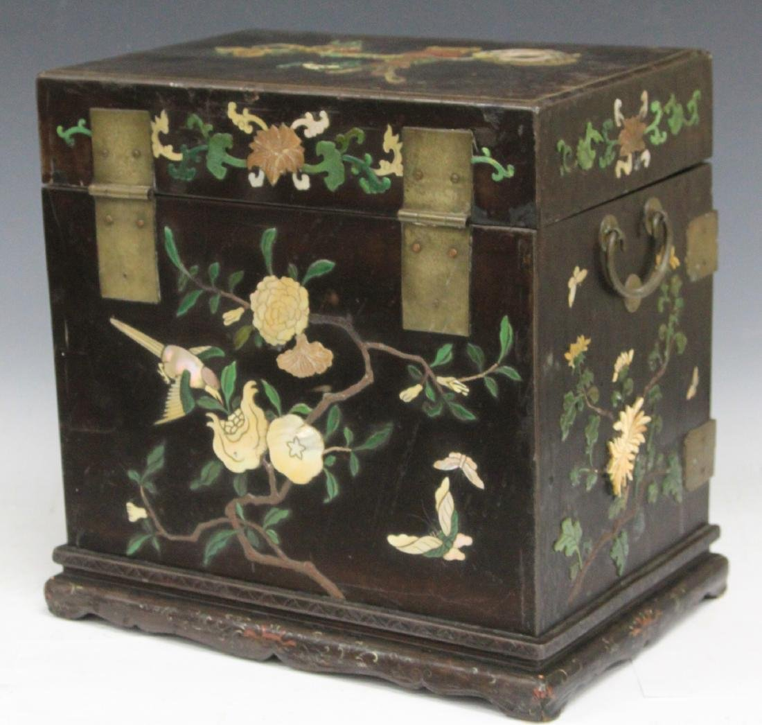 VINTAGE CHINESE LACQUERED BOX W/ CARVED HARDSTONE - 7
