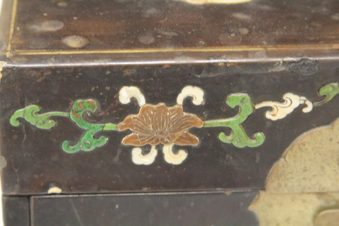 VINTAGE CHINESE LACQUERED BOX W/ CARVED HARDSTONE - 8