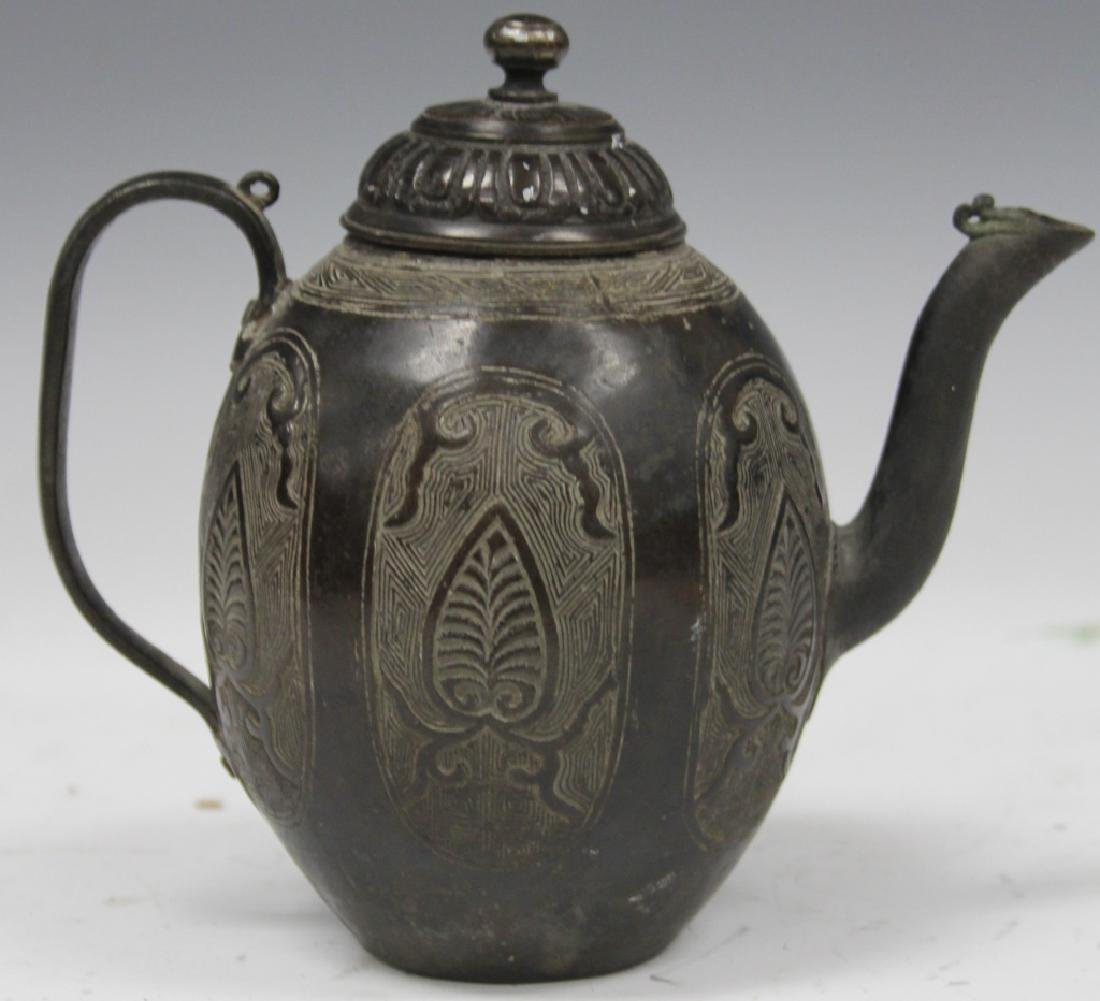 EARLY CHINESE ARCHAIC STYLE BRONZE TEAPOT