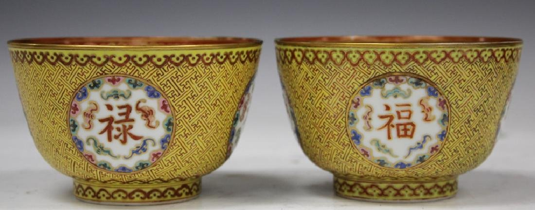 PAIR OF QING DYNASTY PORCELAIN PAINTED BOWLS