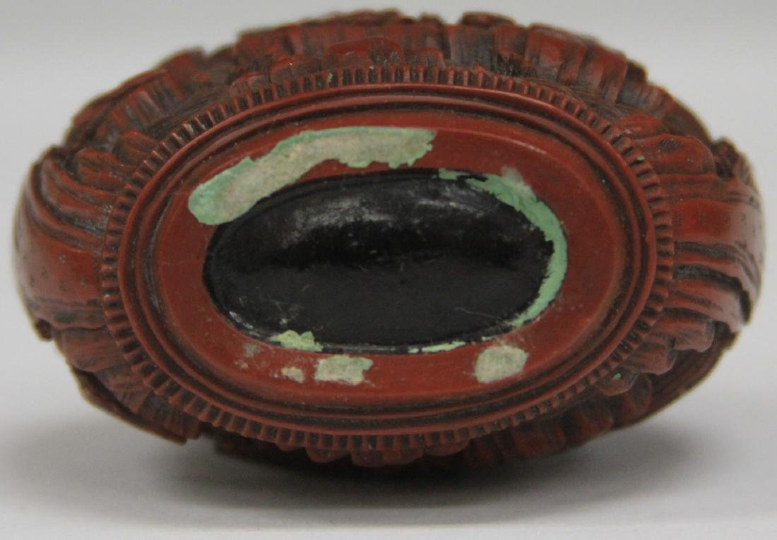 QING DYNASTY CARVED CINNABAR SNUFF BOTTLE - 5