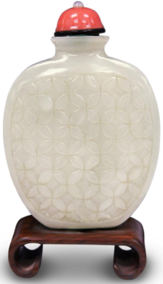 QING DYNASTY WHITE JADE SNUFF BOTTLE