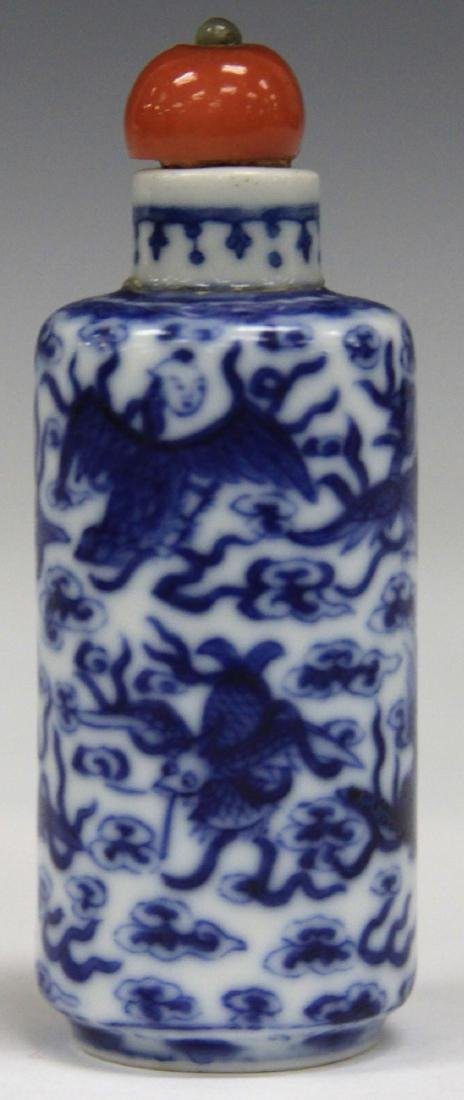 CHINESE BLUE & WHITE PORCLEAIN SNUFF BOTTLE