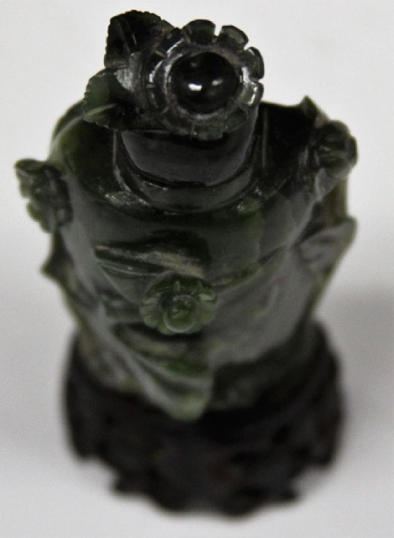 CHINESE FIGURAL CARVED JADE SNUFF BOTTLE - 5