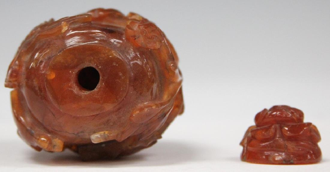 CHINESE CARVED CARNELIAN SNUFF BOTTLE - 2