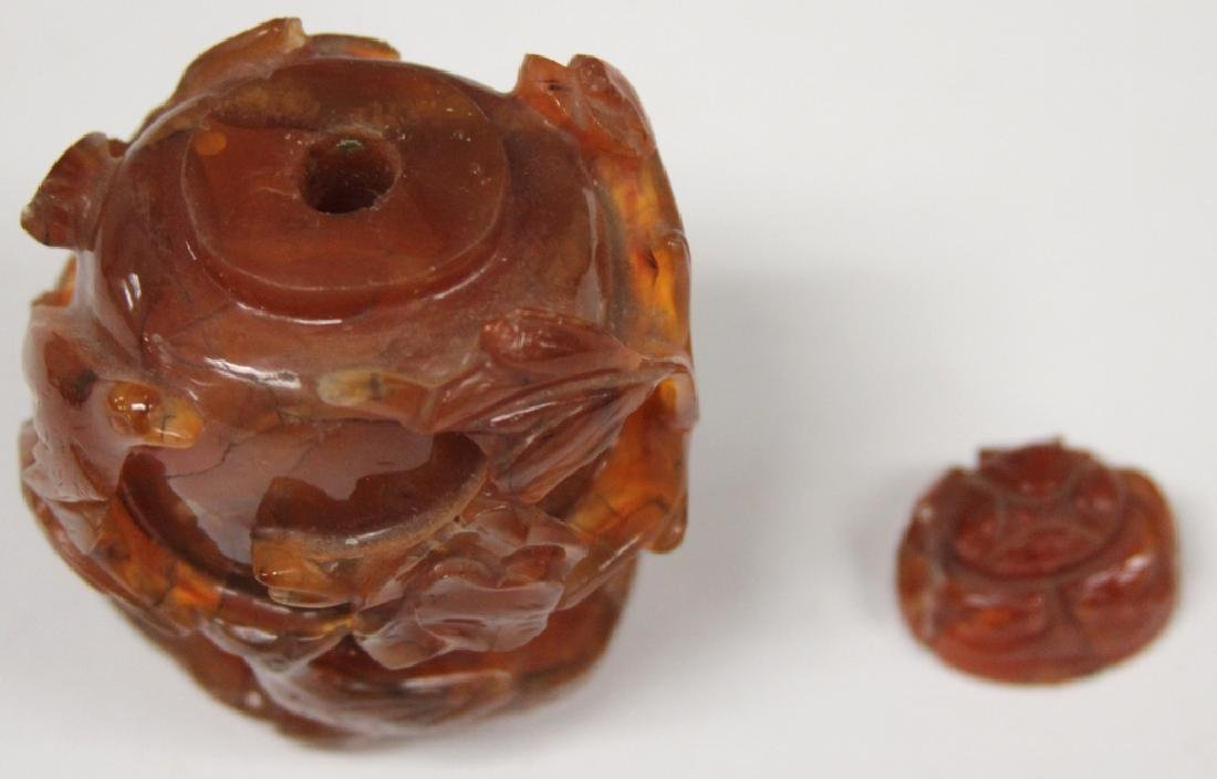 CHINESE CARVED CARNELIAN SNUFF BOTTLE - 3
