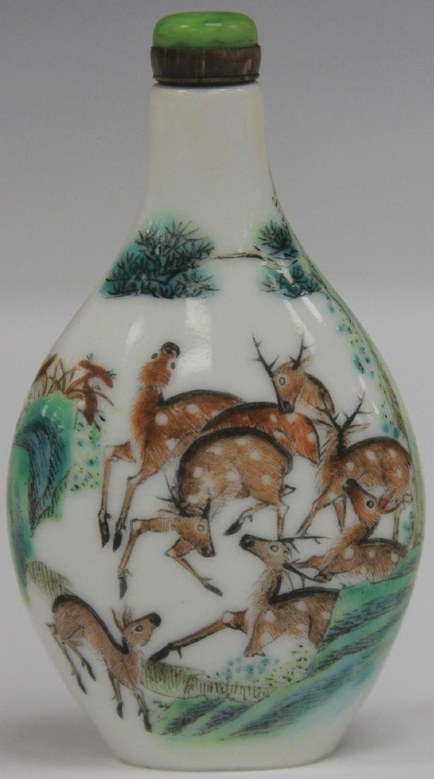 CHINESE PAINTED PORCELAIN SNUFF BOTTLE