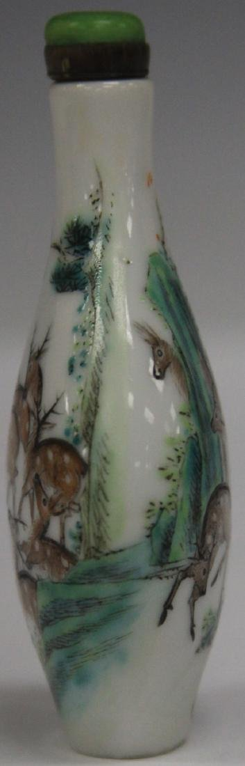 CHINESE PAINTED PORCELAIN SNUFF BOTTLE - 3