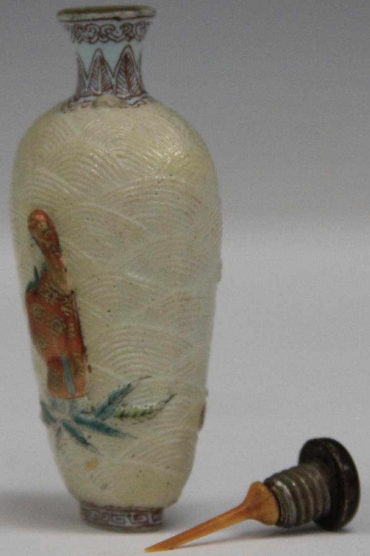 CHINESE SCULPTED PORCELAIN SNUFF BOTTLE - 3