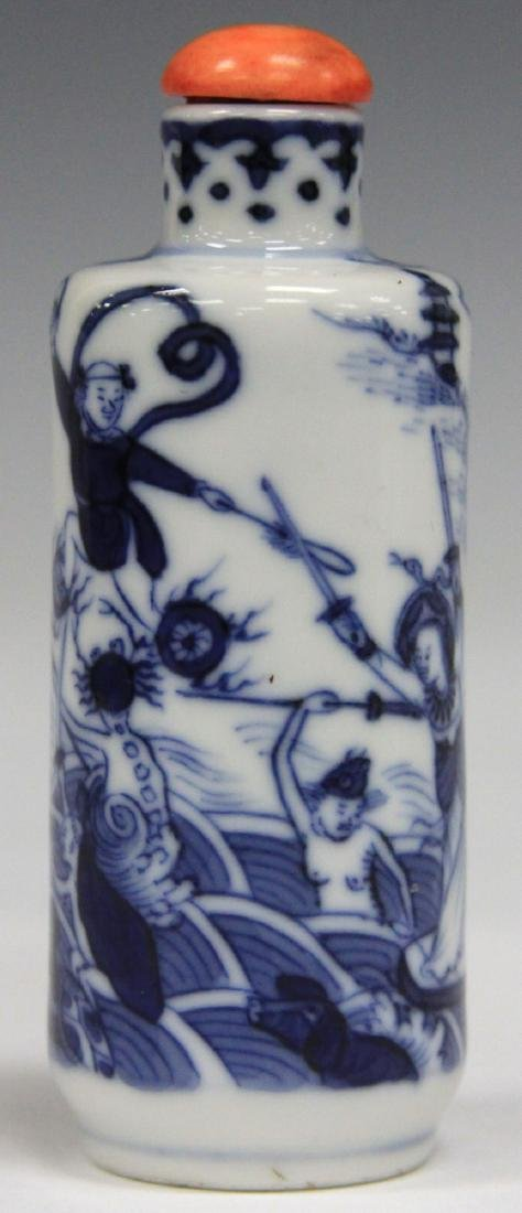 CHINESE BLUE AND WHITE PORCEALIN SNUFF BOTTLE - 2