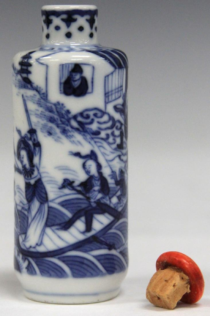 CHINESE BLUE AND WHITE PORCEALIN SNUFF BOTTLE - 3