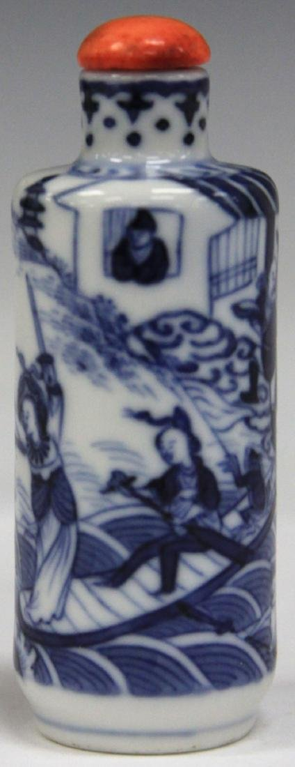 CHINESE BLUE AND WHITE PORCEALIN SNUFF BOTTLE - 4