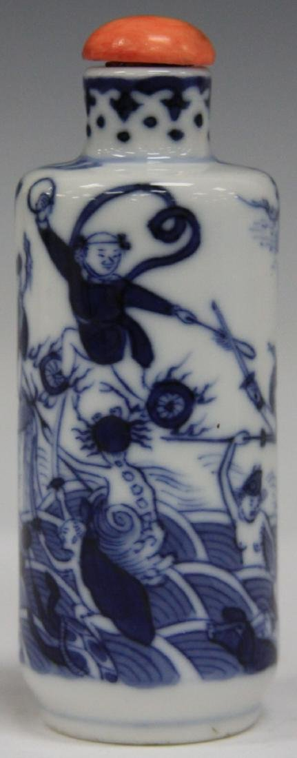 CHINESE BLUE AND WHITE PORCEALIN SNUFF BOTTLE - 6