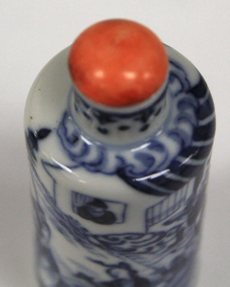 CHINESE BLUE AND WHITE PORCEALIN SNUFF BOTTLE - 8