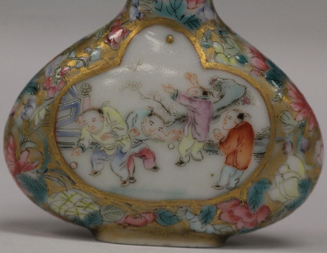 QING DYNASTY PAINTED PORCELAIN SNUFF BOTTLE - 3