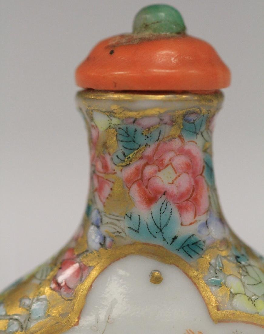 QING DYNASTY PAINTED PORCELAIN SNUFF BOTTLE - 4