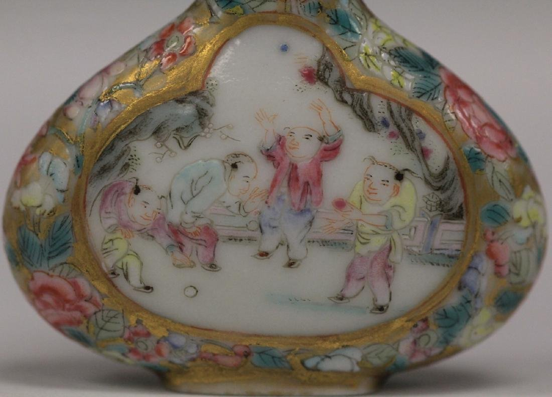 QING DYNASTY PAINTED PORCELAIN SNUFF BOTTLE - 6