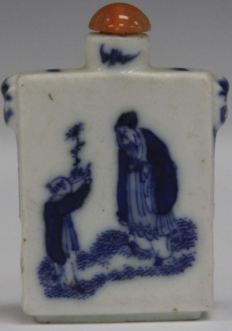 EARLY CHINESE BLUE & WHITE PORCELAIN SNUFF BOTTLE