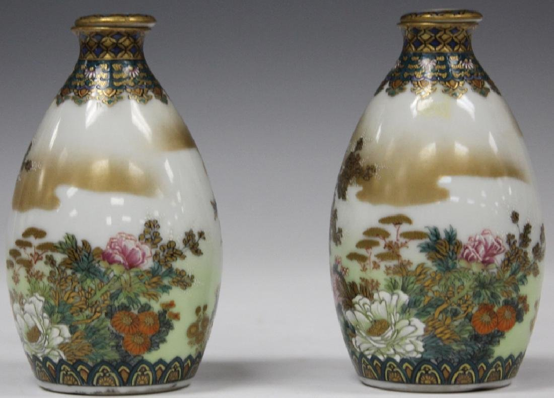 PAIR OF FINE JAPANESE PAINTED PORCELAIN BOTTLES - 2