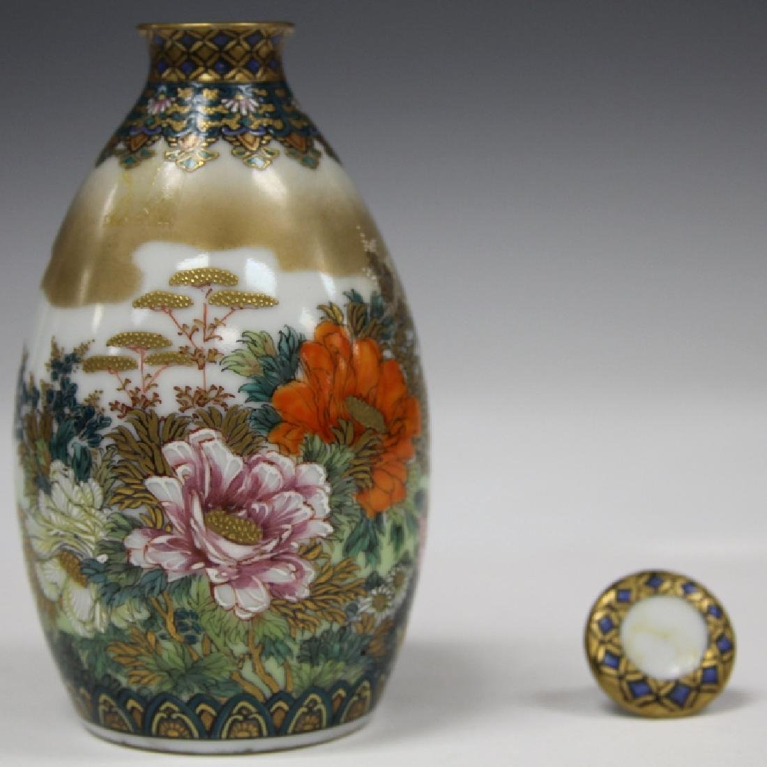 PAIR OF FINE JAPANESE PAINTED PORCELAIN BOTTLES - 4