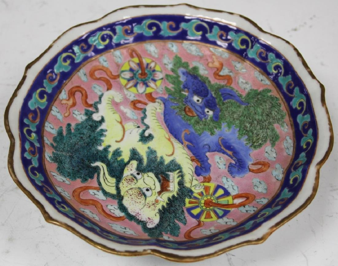 """CHINESE PAINTED PORCELAIN BOWL W/ FOO DOGS, 9"""" D"""