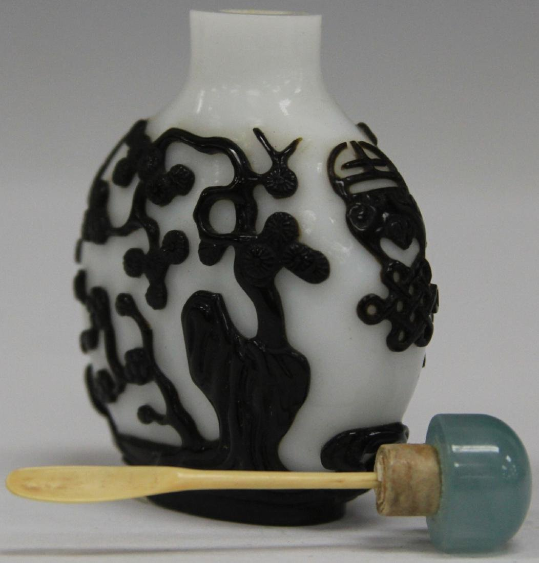 CHINESE PEKING GLASS SNUFF BOTTLE - 4