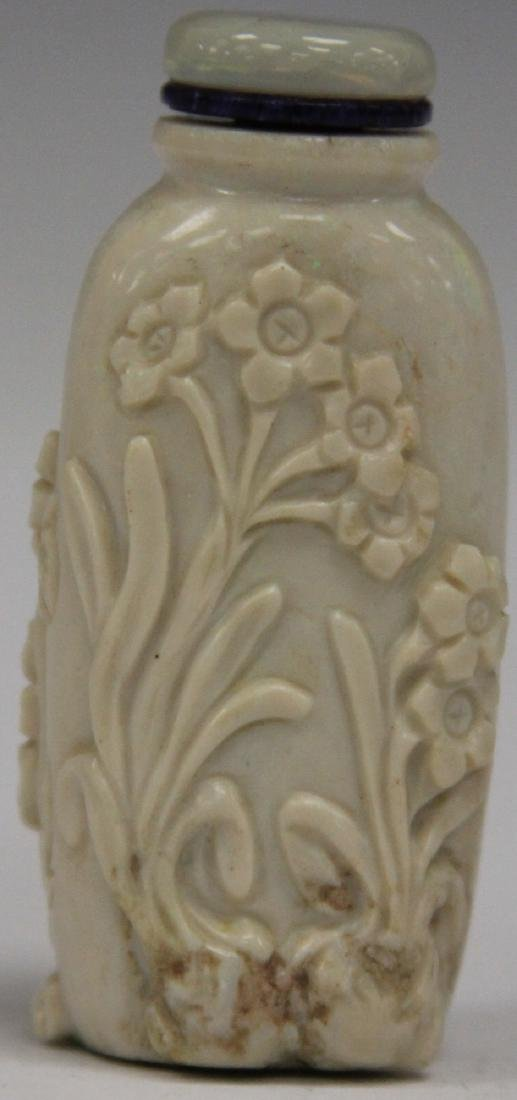 CHINESE CARVED HARDSTONE SNUFF BOTTLE - 2