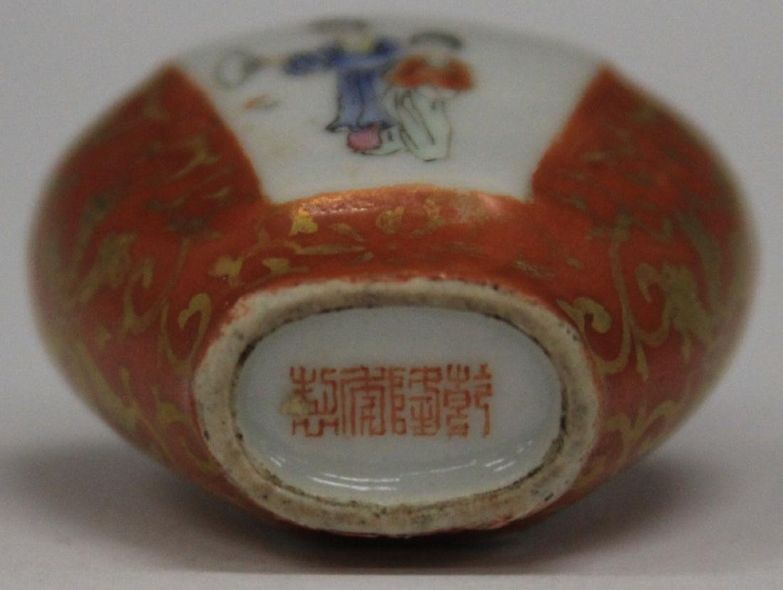 VINTAGE CHINESE PORCELAIN PAINTED SNUFF BOTTLE - 3