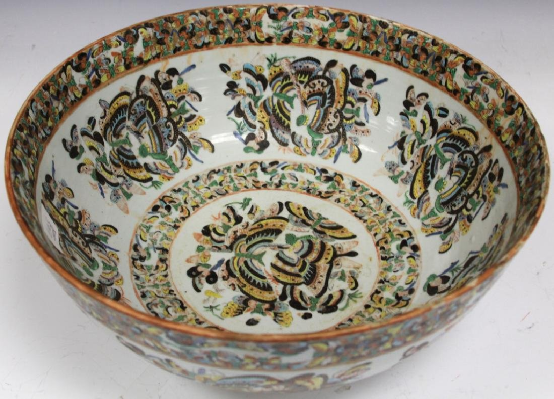 EARLY CHINESE ROSE CANTON PAINTED PORCELAIN BOWL