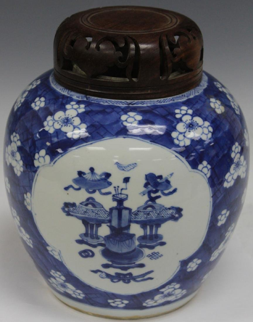 EARLY CHINESE BLUE & WHITE PORCELAIN GINGER JAR