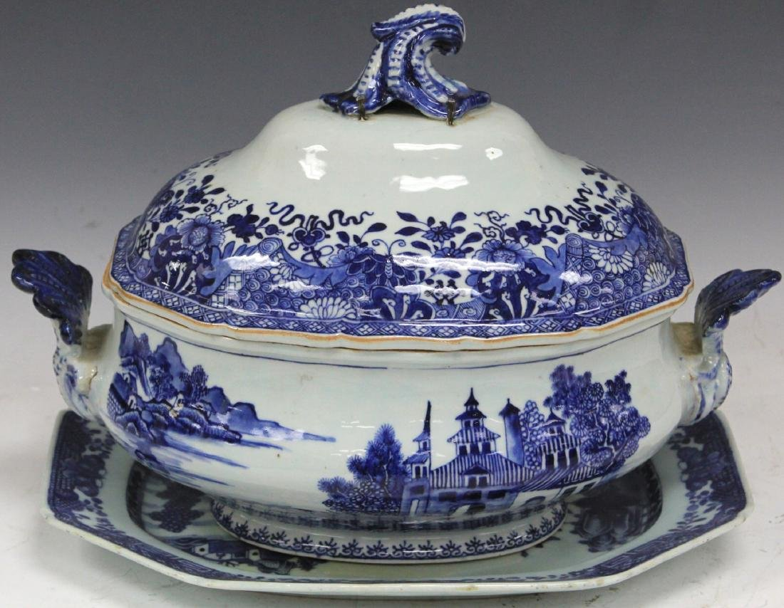 CHINESE EXPORT BLUE & WHITE PORCELAIN SOUP TUREEN