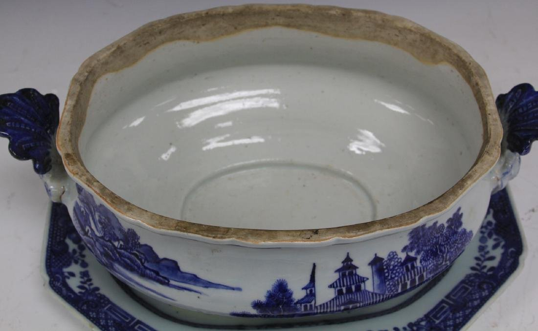 CHINESE EXPORT BLUE & WHITE PORCELAIN SOUP TUREEN - 3
