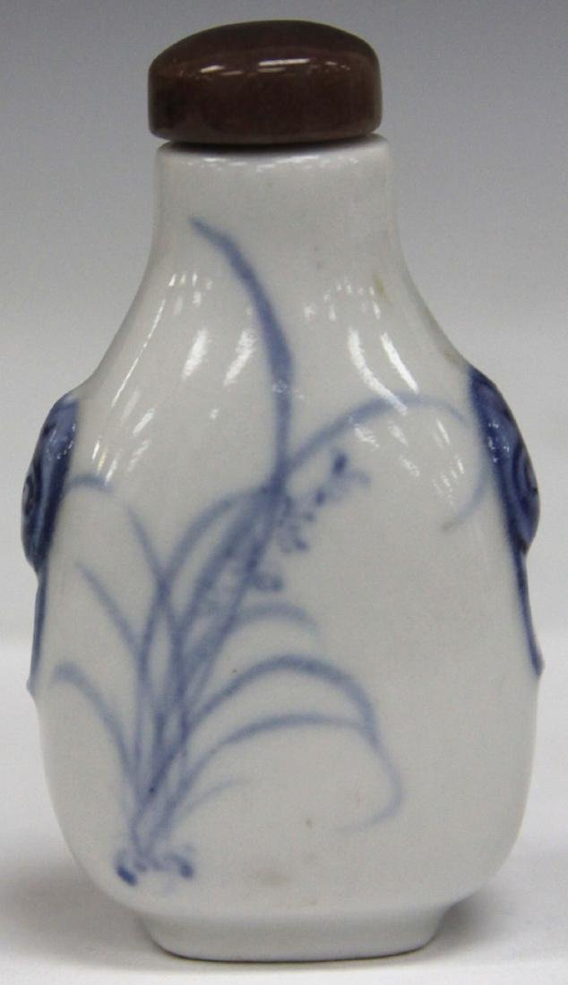 VINTAGE CHINESE PORCELAIN SNUFF BOTTLE - 2
