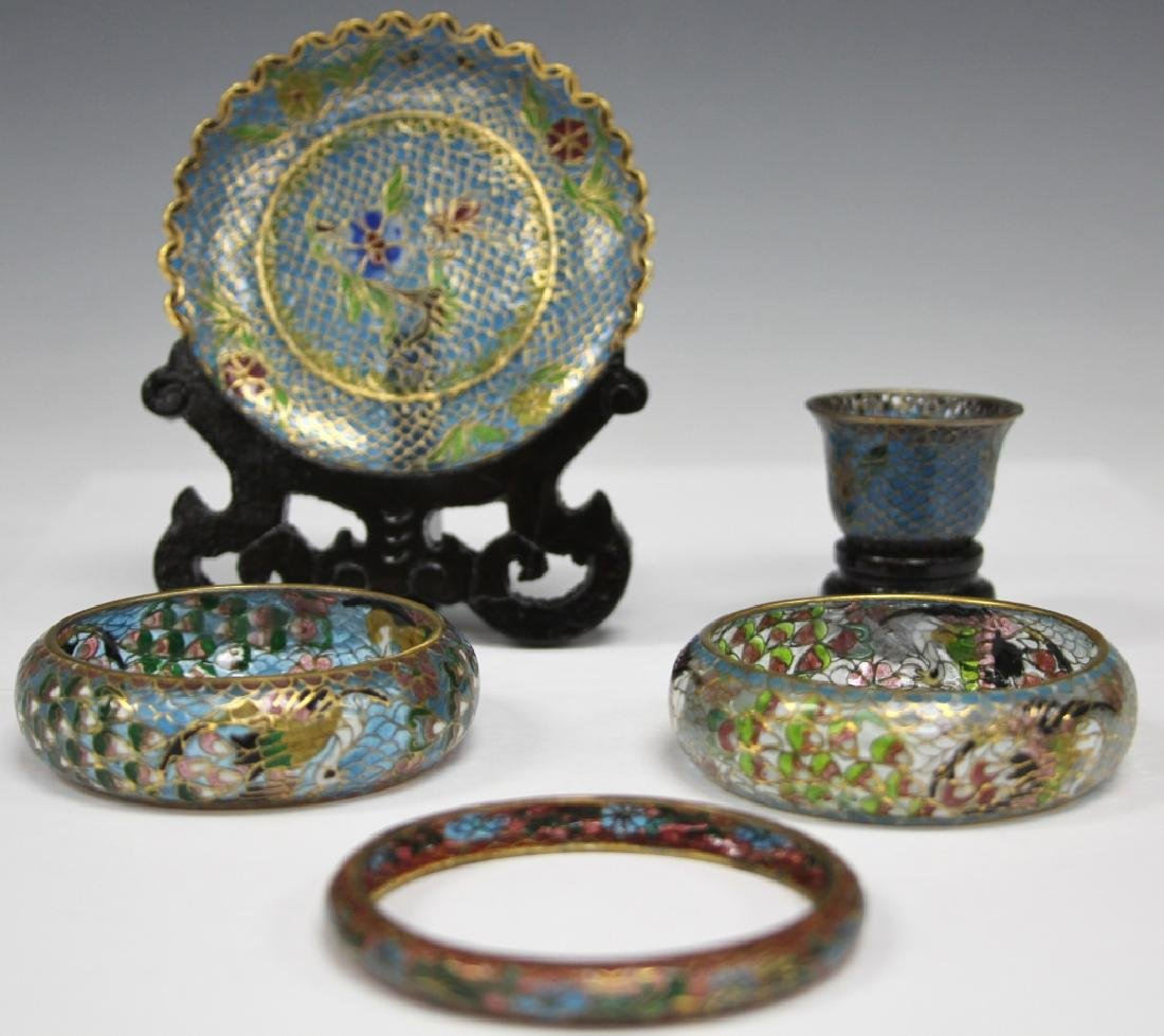 LOT OF (5) CHINESE PLIQUE A JOUR JEWELRY & DECOR