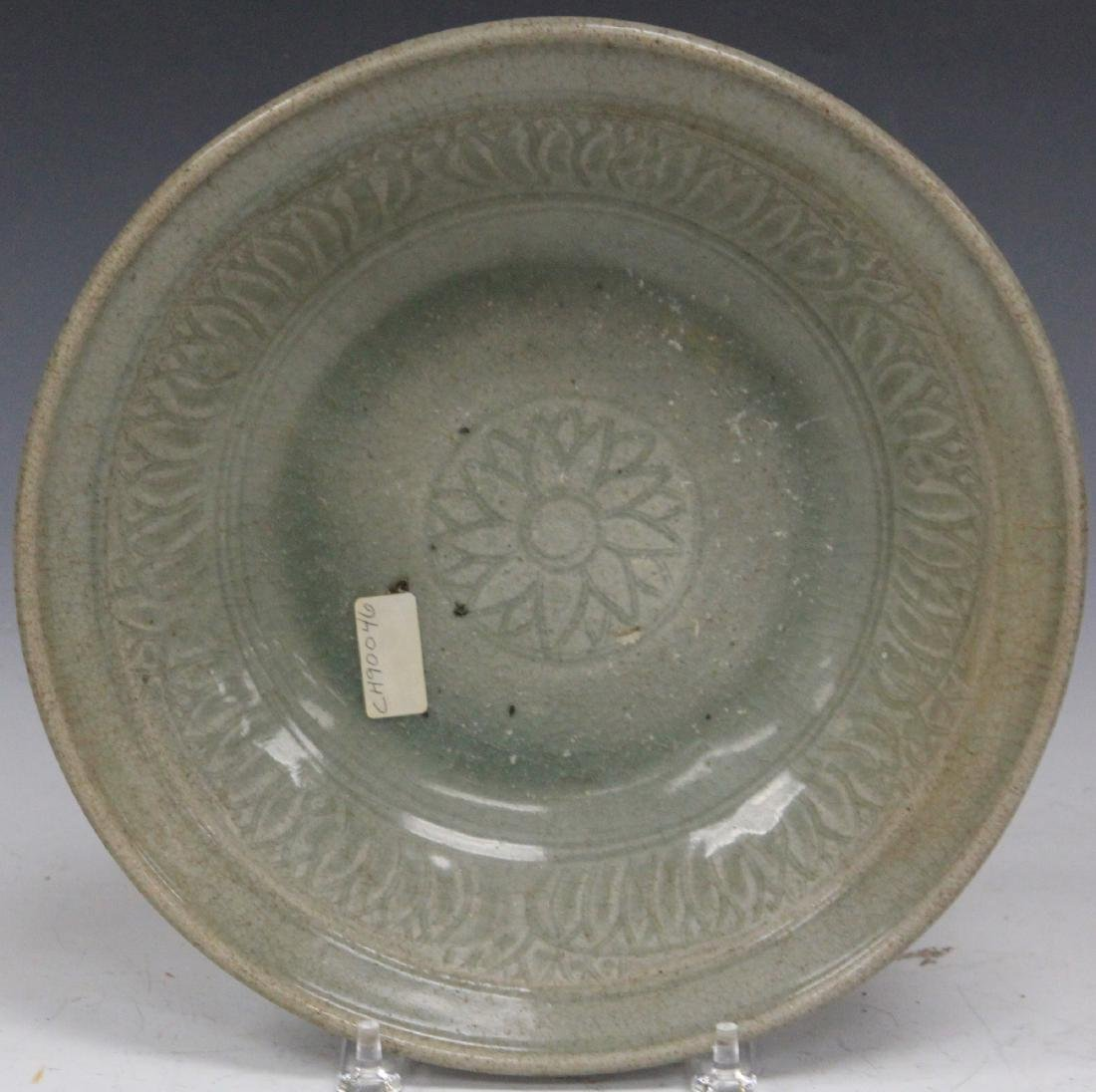 14TH/15TH C. THAI SAWANKHALOK CELADON BOWL