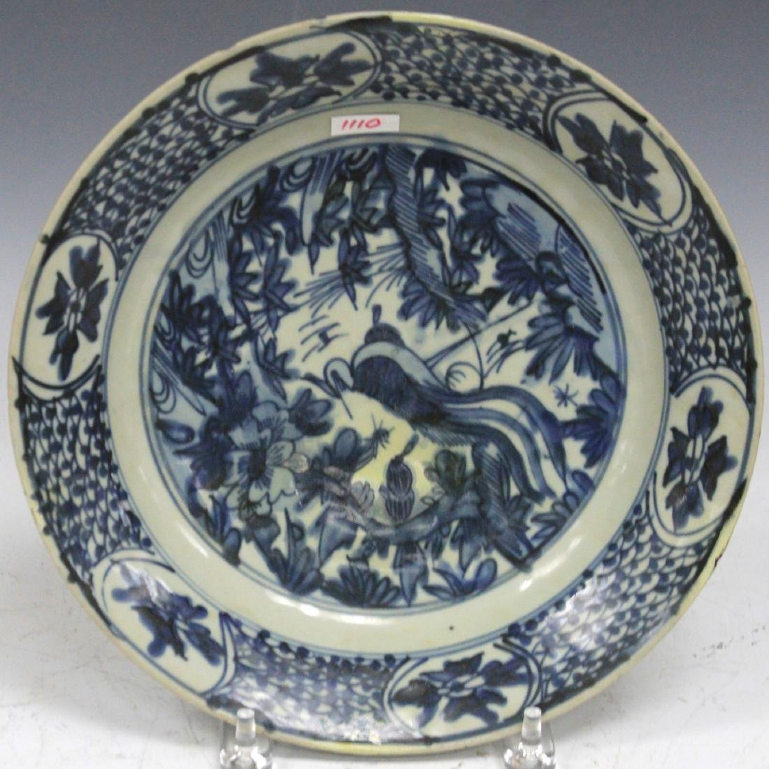 16TH/17TH C. SWATOW BLUE & WHITE PLATE