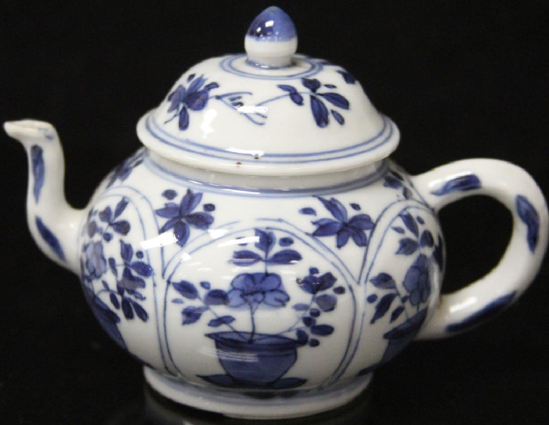 PAIR OF CHINESE BLUE & WHITE PORCELAIN TEAPOTS - 3