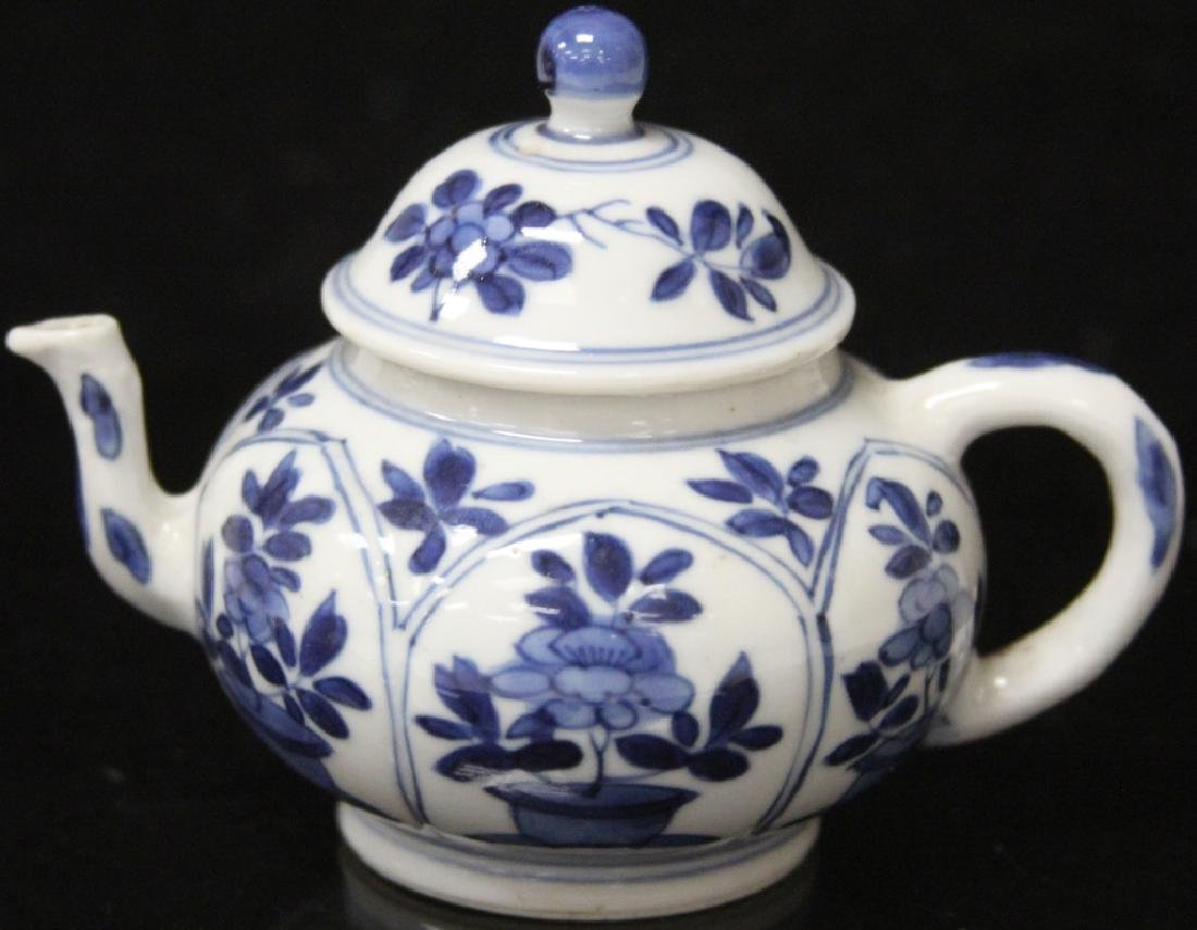 PAIR OF CHINESE BLUE & WHITE PORCELAIN TEAPOTS - 4